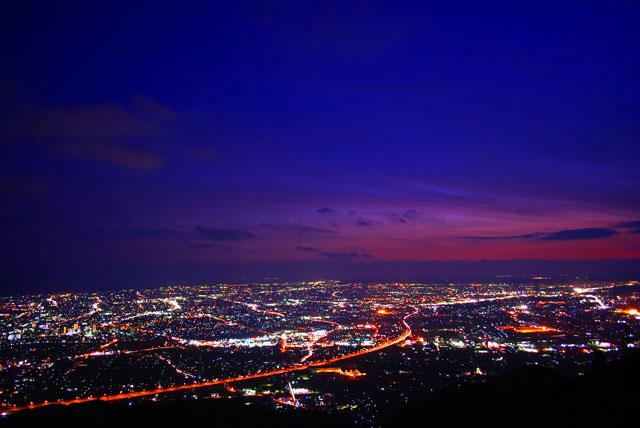 高草山の夜景スポット カップル...